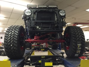 Blackhawk Jeep with the Dyantrac axles and King shocks installed